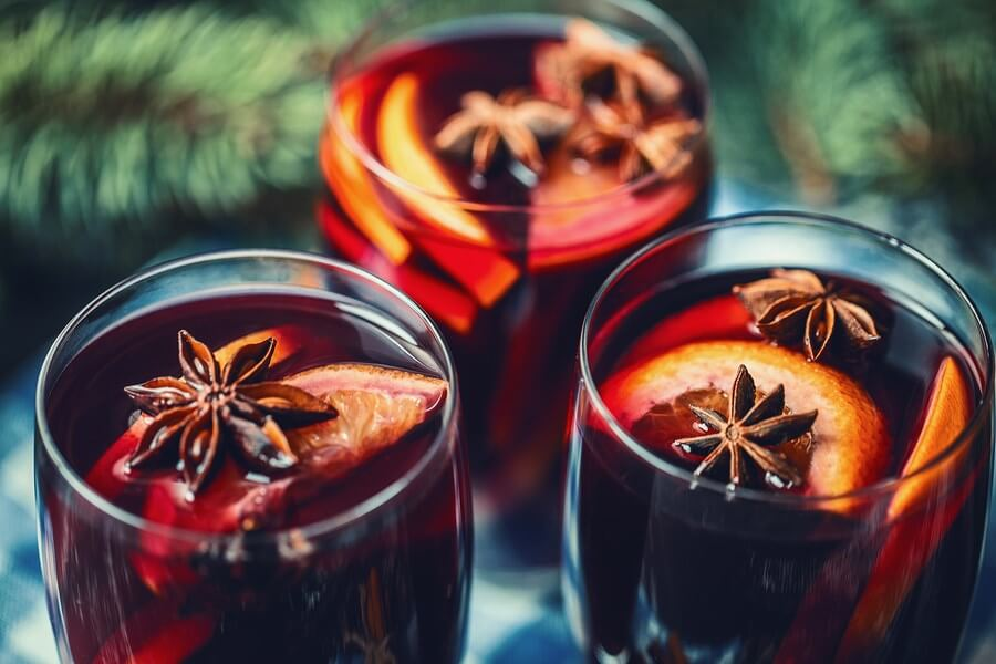 3 amazing glasses of beautiful mulled wine! Highlighting these mulled wine recipes!